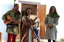 Součástí Týneckého střepu je třeba vystoupení středověkých hudebníků.