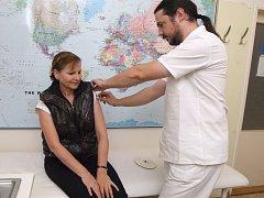 Očkování proti chřipce není pro zdravotnický personál povinné.