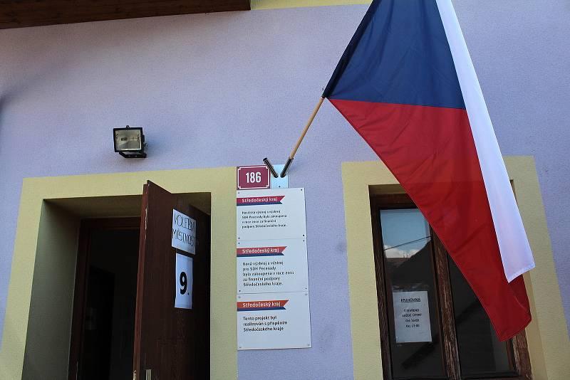 Parlamentní volby: Týnec nad Sázavou, volební okrsek číslo 9 v hasičské zbrojnici v Peceradech.