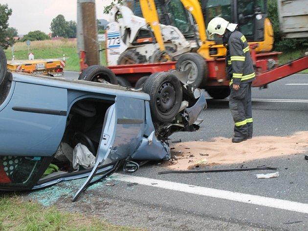 Středeční nehoda na silnici I/3 u Mrače.