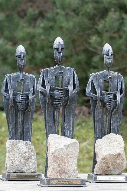 Sochy Blanických rytířů skamenem zhory Blaník od uměleckého kováře Bohumila Hrubeše.