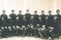 Historický snímek hasičů z Krusičan.