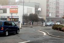 Povrch silnice v Pražské ulici bude opraven až v prosinci.