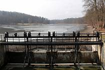 Konopišťský rybník je jednou z nádrží na kaskádě vybudované na Konopišťském potoce.
