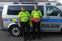 Muži z Dálničního oddělení Policie ČR Bernartice Tomáš Kotlas a Miloslav Šimek.