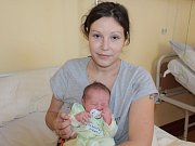 Malý Nikolas se narodil 11. listopadu v 23.05. Na svět přišel s váhou 3,54 kilogramu a mírou 49 centimetrů. Z chlapečka se radují rodiče Vlasta Hrušková a Lukáš Studnička. Doma v Čerčanech má brášku Samuela (4).