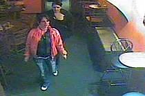 Dvojice podezřelých neznámých zlodějek v akci.