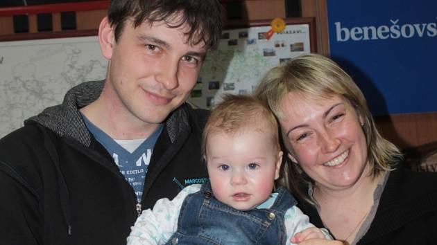 Malý František Šplíchal se svými rodiči. Mámou Hanou a tátou Ladislavem.