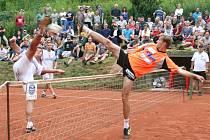 Souboje vítěze z let 2009-10 Pavla Kopa z Modřic a domácího obhájce Jiřího Doubravy budou nepochybně patřit k ozdobám 51. ročníku mezinárodního turnaje Šacung PokerStars.net Cup.