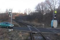 Zabezpečovací zařízení přejezdu u Křešic bývá po bouřkách nefunkční. Pokud výpravčí zjistí závadu v době, kdy je už na trati vlak, dostane možnost strojvedoucího včas varovat.