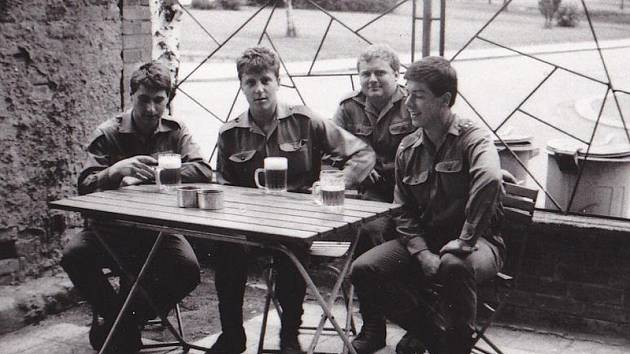 Reálné foto dopravní čety z roku 1984.