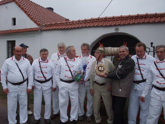 Lubomír Kostelka aktuálně slaví 90.let na svém statku vKamberku.