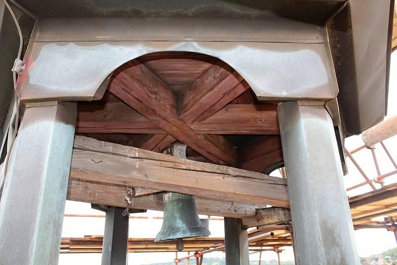 Oprava věže kostela Všech svatých v Olbramovicích 25. května 2021.