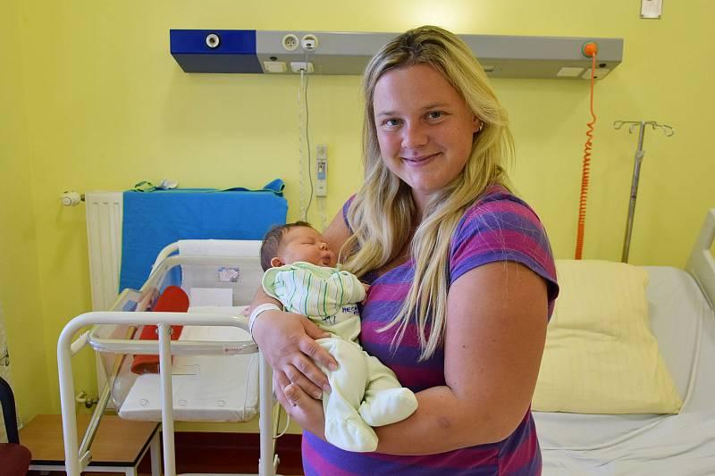 Michaela Mecová se manželům Lucii a Ondřejovi narodila v benešovské nemocnici 13. září 2021 ve 20.38 hodin, vážila 3440 gramů. Doma ve Vatěkově na ni čekala sestřička Štěpánka (3,5).