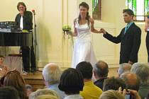 Přehlídka svatebních kytic v aule GBN