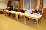 První den prezidentských voleb v Postupicích.