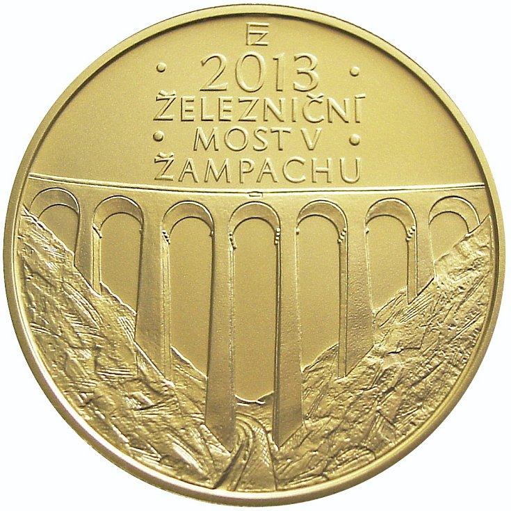 Rub zlaté mince v nominální hodnotě 5000 korun s vyobrazením  viaduktu Žampach.