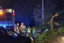Srážka aut zcela po půlnoci zablokovala Kutnohorskou silnici.