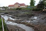 Rekonstrukce Pivovarského rybníka v Louňovicích pod Blaníkem, stav v pátek 21. května 2021.