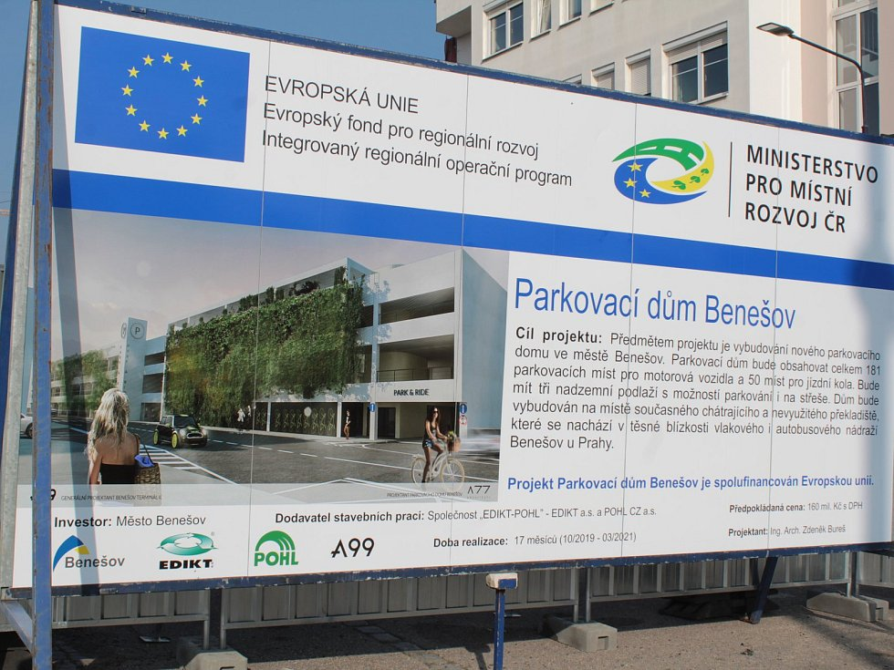 Parkovací dům, který začne vyrůstat poté, co zmizí drážní sklad, pojme až 200 osobních aut.