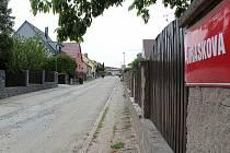 Jiráskova ulice ve Voticích před rekonstrukcí.