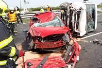 Dopravní nehoda dvou dodávek, dvou osobních automobilů a motocyklu na dálnici D1 km 10 směr Brno.