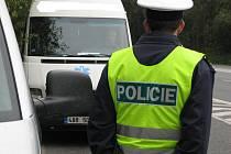 Při páteční dopravně bezpečnostní akci hlásila nebezpečné předjíždění pozemním hlídkám posádka policejního vrtulníku.