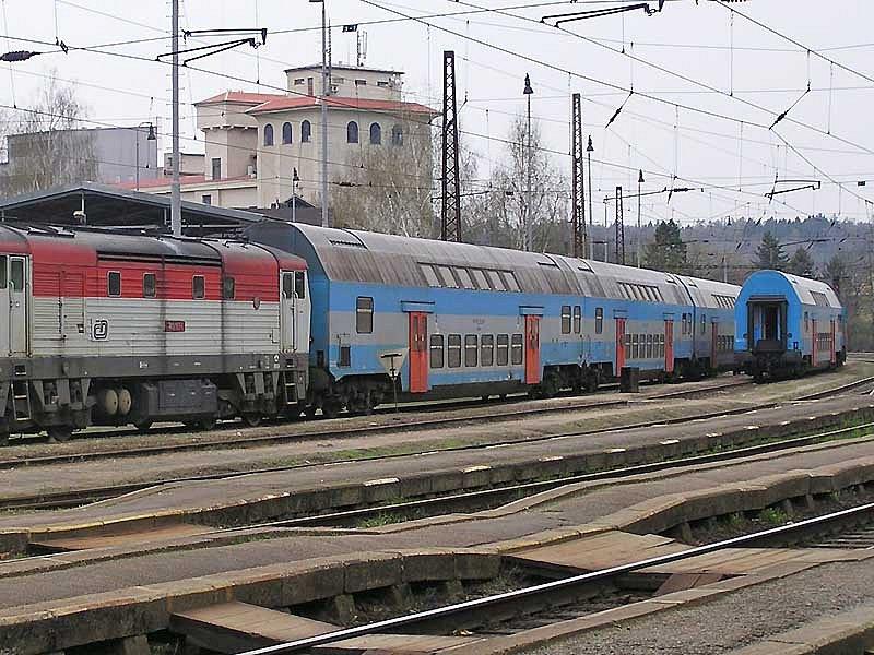Soupravy patrových jednotek východoněmecké výroby budou vybavené řídícím stanovištěm, což umožní rychlejší obrat na zpáteční spoj, kdy jí lokomotiva potlačí.