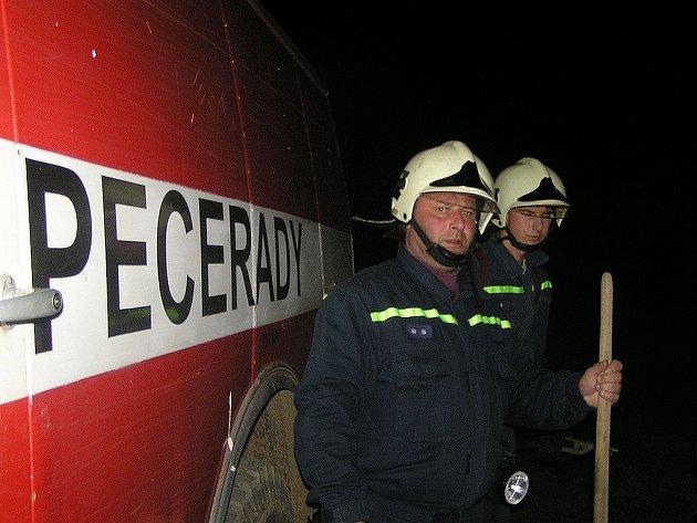 Peceradští hasiči, vpředu Jiří Marek.