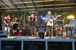 Kapela Farmáři při čtyřkolském koncertu.