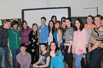 Vítězka ankety Hvězda za katedrou 2013 Jana Bělohlávková se svojí třídou 8.B ZŠ Dukelská Benešov.