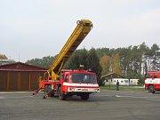 Cvičení HZS na letišti ve Vlašimi.