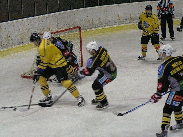 Zápas II. ligy Benešov - Kutná Hora 4:5 po prodloužení.