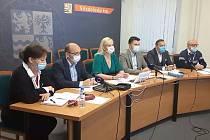 Z on-line tiskové konference hejtmanky Petry Peckové a dalších zástupců vedení Středočeského kraje v pátek 4. prosince 2020.