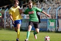 Střední záložník Benešova Luboš Balata (ve žlutém) byl opět jedním z nejlepších hráčů na hřišti.