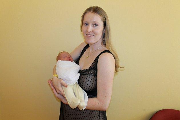Manželé Lucie a Jan Kahounovi z Louňovic pod Blaníkem jsou rodiči prvorozeného synka Dominika. Ten se jim narodil 8. března v 16.46. Po narození malý Dominik Kahoun vážil 3450 gramů a měřil 50 centimetrů.