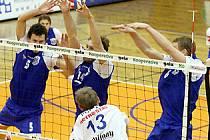 Liberecký universál Dalibor Polák si poradil s kladenským dvojblokem tvořeným Milanem Benczem (5) a Branislavem Skladaným. Jeho tým vyhrál 3:1.