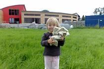 10. prosince 2008 byl položen základní kámen budovy Mateřské školy MiniSvět v Mrači.