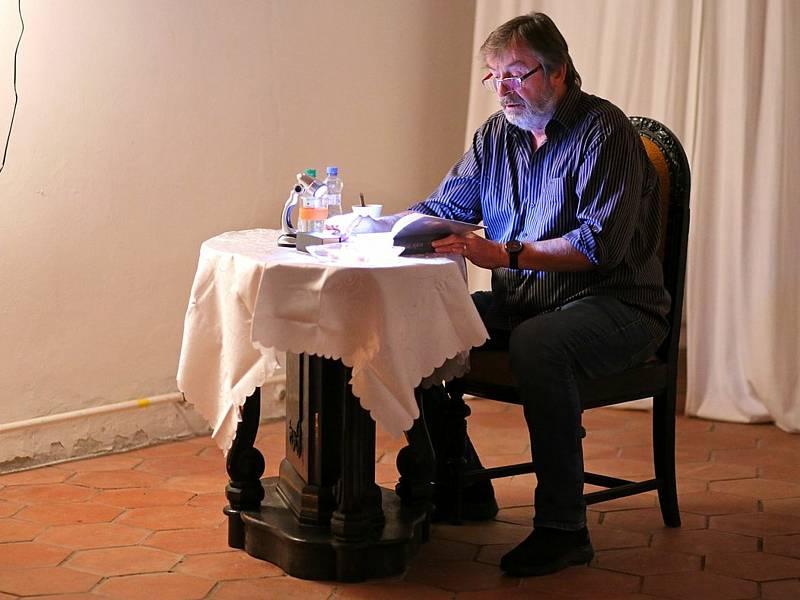 Noc literatury v kulturní síni U Martina v Sázavě. Na snímku Alexej Pyško.