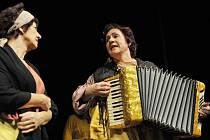 Hru Balada pro banditu nastudovali členové Divadelního souboru Jiřího Voskovce v Sázavě již podruhé.