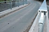 Mosty pod zříceninou hradu Zbořený Kostelec.