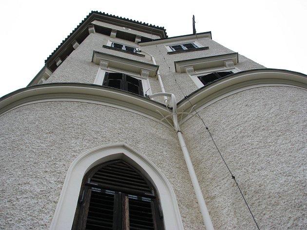 Suchovod na Konopišti má v případě potřeby dodávat vodu do vyšších pater zámku.