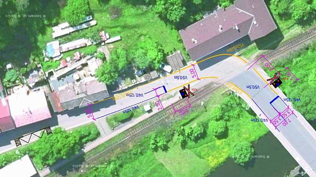 Situační plánek umístění dopravního značení u železničního přejezdu v Choceradech.