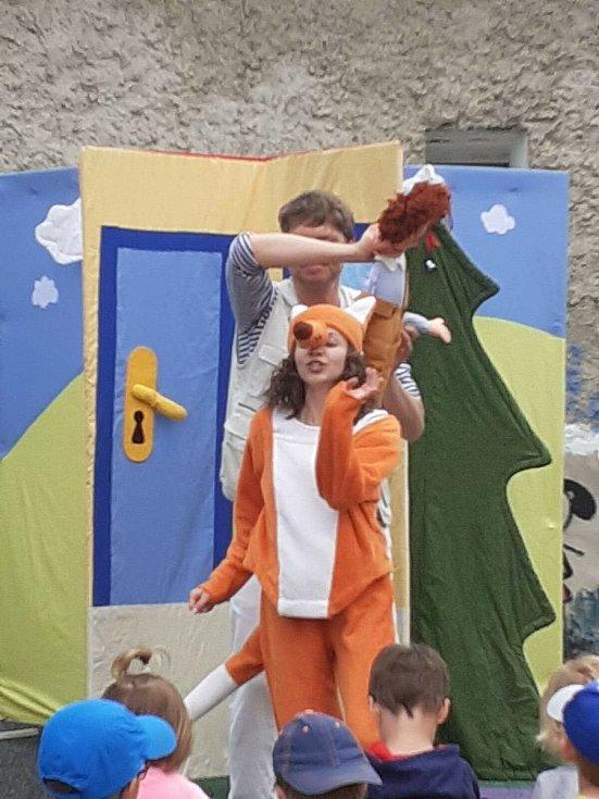 Z divadelního představení v Mateřské škole Divišov.