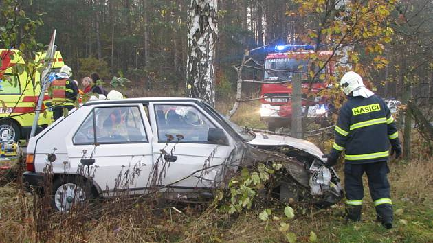 Favorit havaroval na rovném úseku mezi Krňany a Maskovicemi