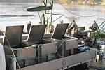 Pracovníci Rybářství Líšno již vylovili kapry na Vánoce v osmihektarovém rybníku Hamry