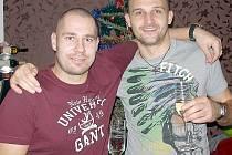 Jejich sportovní cesty se sice rozešly, hokejista Jaroslav Kalla (vlevo) a fotbalista Jaromír Šilhan však přáteli zůstali.