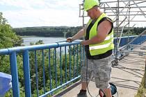 Mostaři při další části rekonstrukce mostu přes Želivku, které odstartovaly ve středu 15. března, most neuzavřou.