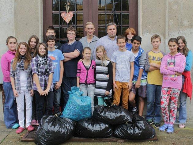 Zhruba dvě stě kilogramů víček nasbírali žáci Základní školy Pyšely.
