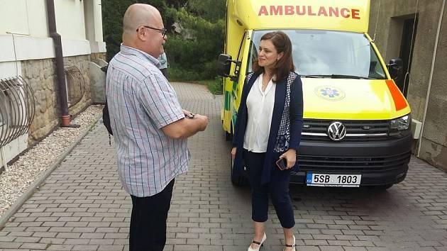 Hejtmanka Jaroslava Pokorná Jermanová předá Zdravotnické záchranné službě Středočeského kraje tři nové vozy.